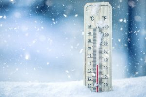 thermometer-in-the-winter-snow